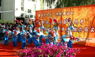社区舞蹈队老人们表演