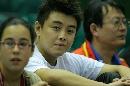 图文:乒球男子世界杯 王皓赢球之后观战