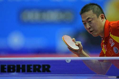 图文:乒球男子世界杯 马琳胜高宁侧身抢拉