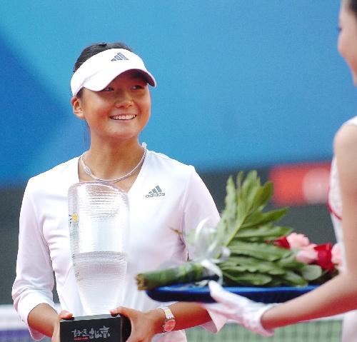 周弈妙以2比0战胜日本选手饭岛久美子,获得冠军.