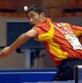 图文:[乒乓球]男乒世界杯第三轮 励勤侧身发球