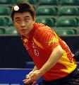 图文:[乒乓球]男乒世界杯第三轮 王皓专注发球