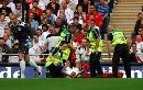 图文:[欧预赛]英格兰3-0爱沙尼亚 科尔受伤倒地