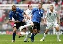 图文:[欧预赛]英格兰3-0爱沙尼亚 鲁尼深陷重围