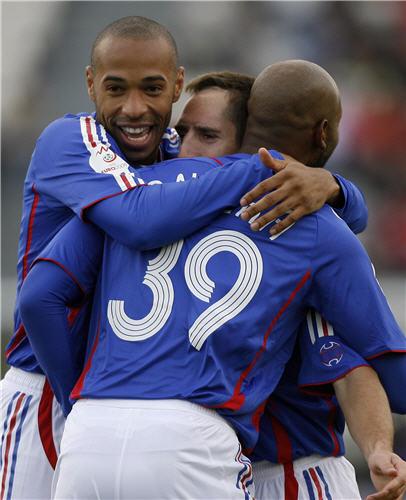 图文:[欧预赛]法罗群岛VS法国 攻击三人组