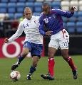 图文:[欧预赛]法罗群岛0-6法国 亨利舞步