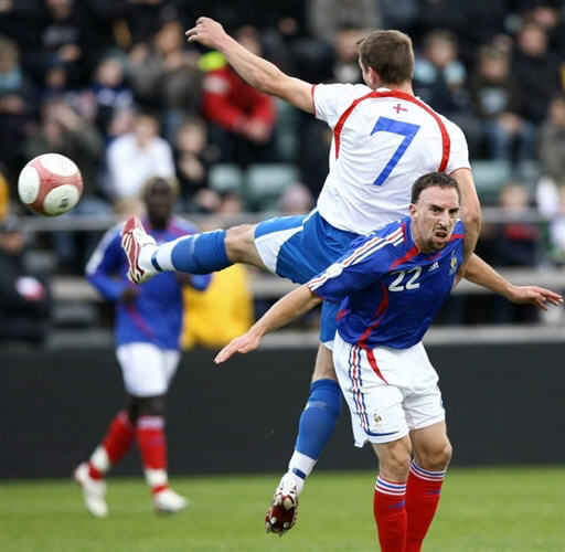 图文:[欧预赛]法罗群岛0-6法国 拜仁刀疤客