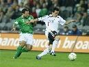 图文:[欧预赛]德国VS爱尔兰 小将带球过人