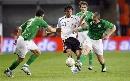 图文:[欧预赛]德国VS爱尔兰 三人拦截库兰伊