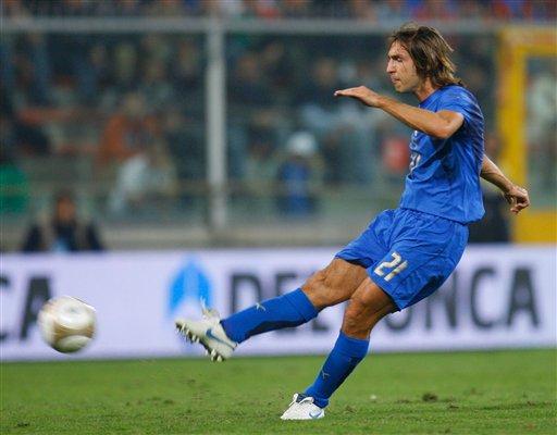 图文:[欧预赛]意大利VS格鲁吉亚 皮尔洛破门