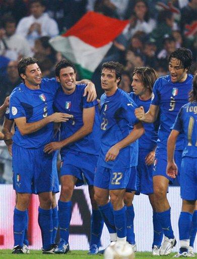 图文:[欧预赛]意大利2-0格鲁吉亚 胜不足喜