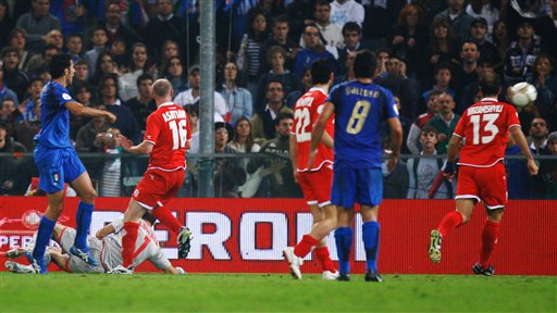 图文:[欧预赛]意大利2-0格鲁吉亚 红蓝之争