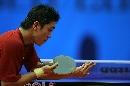 图文:男乒世界杯1/4决赛 高宁侧身准备发球
