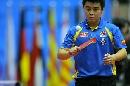 图文:男乒世界杯1/4决赛 王皓思考对敌策略