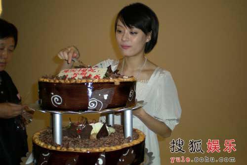 孙俪切生日蛋糕