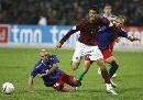 图文-[欧预赛]葡萄牙2-0阿塞拜疆 C-罗突破包夹