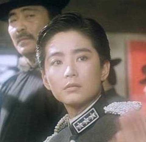 林青霞帅气男装扮相 早期作品《刀马旦》剧照图片