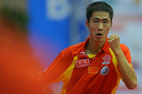 图文:男乒世界杯三四名决赛 王励勤挥拳庆祝