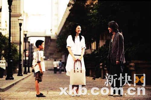 电影《长江七号》拍摄完毕后,星爷一直未有在媒体前现身,现在出现在成都,难免引起种种猜测。