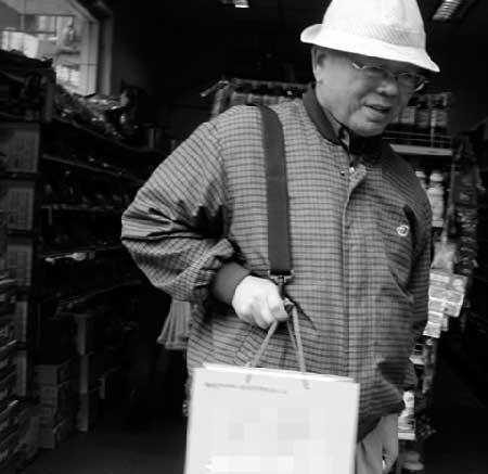 65岁老人发明提物把手