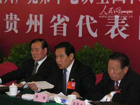 15日下午贵州代表团讨论现场