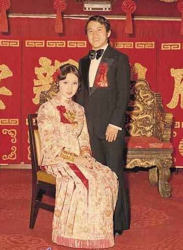 与曾志伟的结婚照