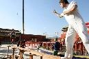 图文:刘璇大秀平衡木绝技 与大力士一对一单挑