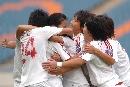 图文:[亚青赛]中国1-0韩国 拥抱庆祝胜利