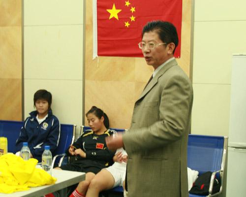 图文:[亚青赛]中国1-0韩国 杨一民激情演讲