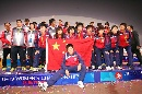 图文:[亚青赛]中国玫瑰庆祝胜利 登上领奖台