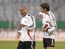 图文:德国主场备战欧锦赛预选赛 训练间隙打闹