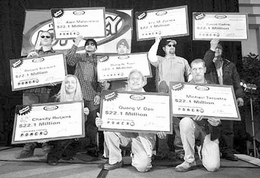 """2006年2月,美国8名肉联厂工人中得""""强力球""""3.65亿美元大奖。资料图片"""