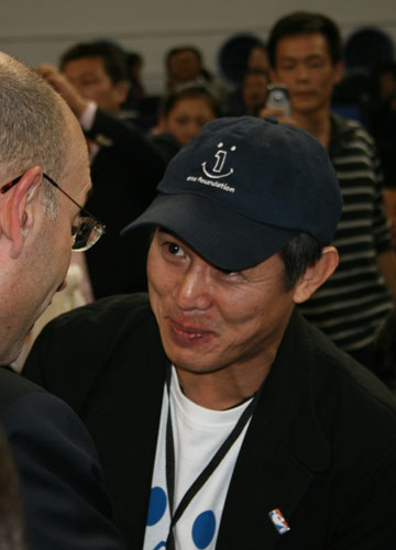 图文:[中国赛一]骑士VS魔术 李连杰到场