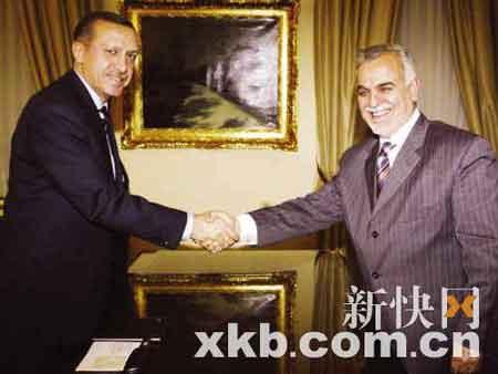 ■10月16日,土耳其总理埃尔多安(左)在安卡拉会见来访的伊。