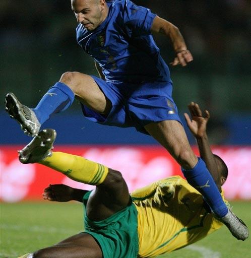 图文:[热身]意大利2-0南非 罗西纳突破
