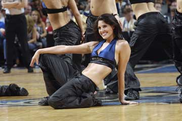 图文:NBA中国赛啦啦队 魔术美女性感迷人
