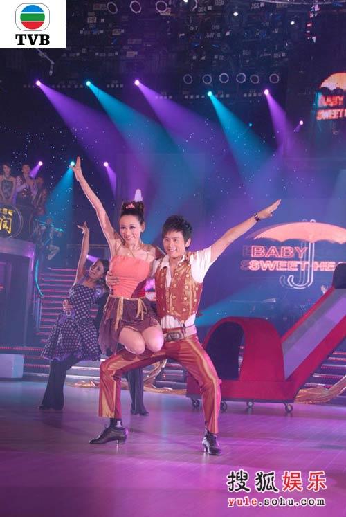杨思琦同内地艺人张杰合作跳牛仔舞