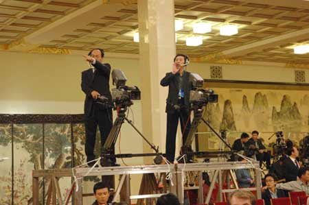 组图:大会记者进行时