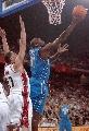 图文:NBA中国赛魔术胜骑士 福伊尔上篮