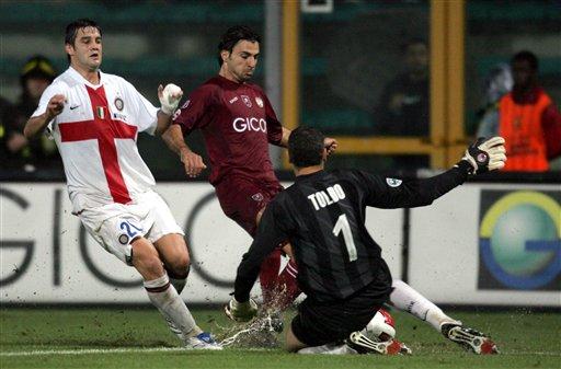 图文:[意甲]雷吉纳0-1国米 托尔多准确出击