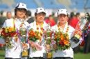 图文:北京马拉松女子组 领奖台上三位中国女将