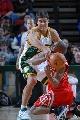 图文:[NBA]火箭VS超音速  弗朗西斯倒地争抢
