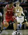 图文:[NBA]火箭VS超音速  麦迪单打面具男