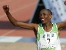 图文:07北京马拉松开跑 金亚珠夺冠后兴奋异常