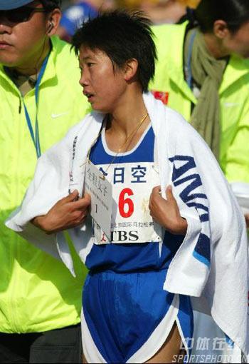 图文:07北京马拉松开跑 陈荣最终女子组夺冠
