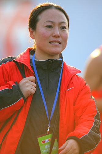 王德显妻子朱凤玲现场观战(搜狐体育 程宫摄)