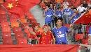 图文:[资格赛]中国VS缅甸 球迷挥舞国旗