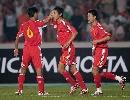图文:[资格赛]国足VS缅甸 曲波和队友庆祝进球