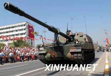 资料图片:8月30日,在土耳其安卡拉举行的建军85周年(胜利节)庆典上,一辆自行火炮参加阅兵仪式。新华社/阿纳多卢通讯社