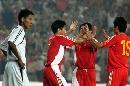 图文:[资格赛]国足VS缅甸 大羽与队友庆祝